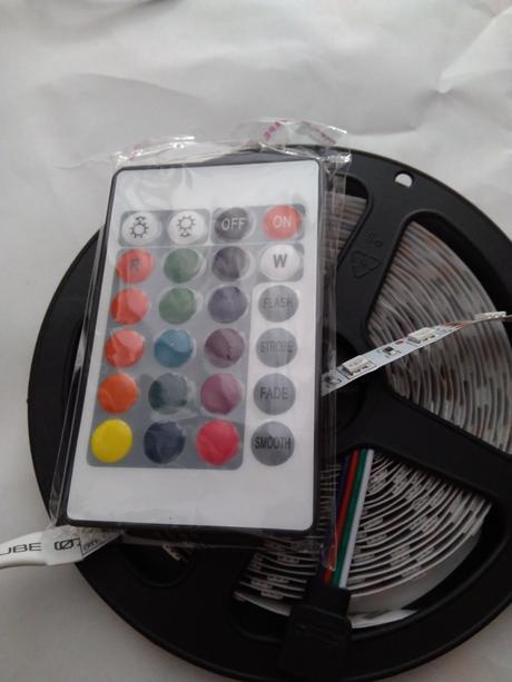 LED pásik RGB 5 metrov 16 farieb ,