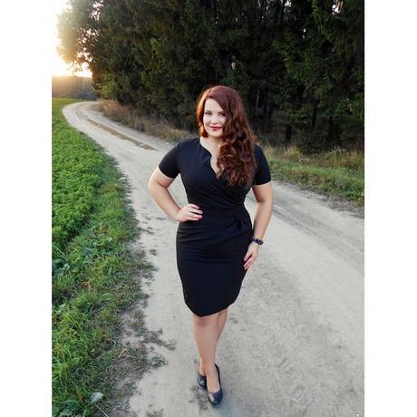 čierne šaty, 50