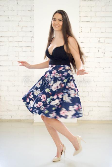 Kvietkovaná sukňa, 32
