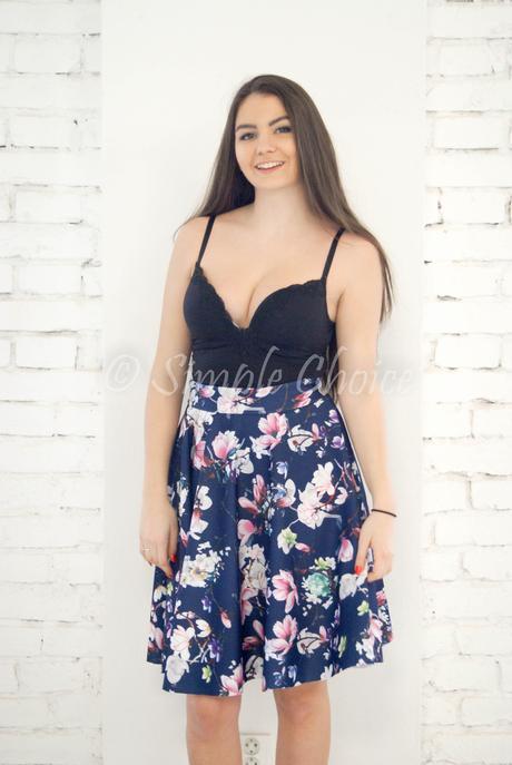Kvietkovaná sukňa, 40