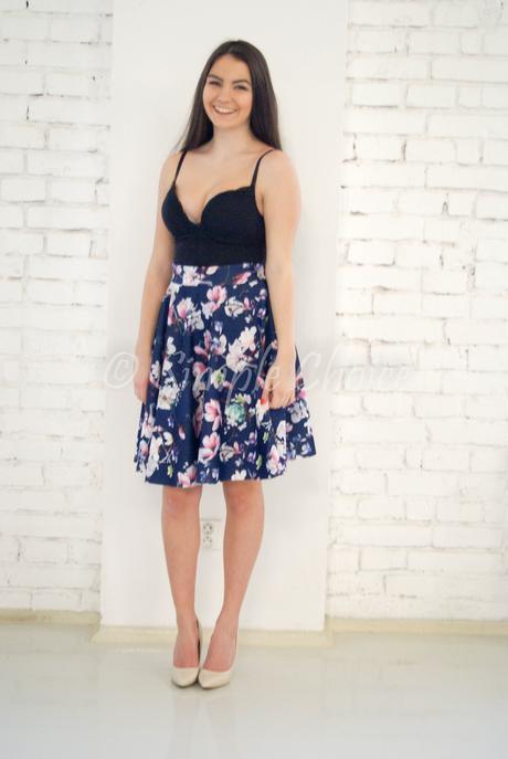 Kvietkovaná sukňa, 42