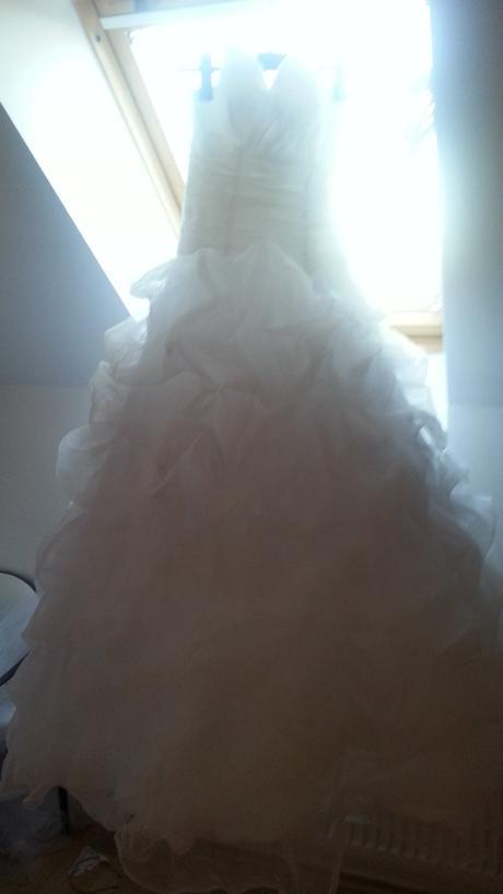 Saty s nadychanou suknou, 42