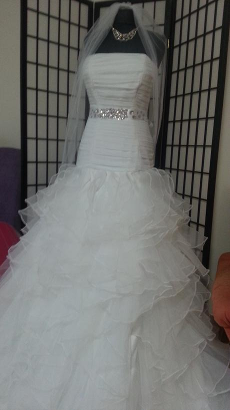 Svadobne šaty s volánmi, 40