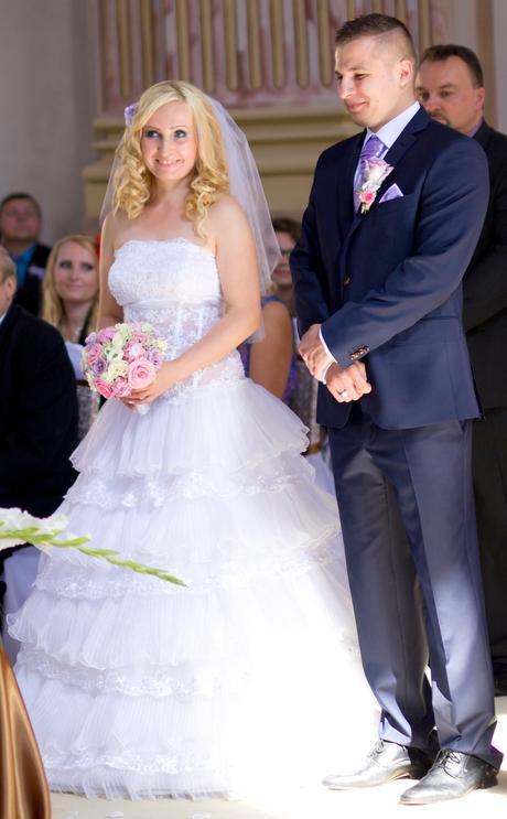 Svatební krajkové šaty princeznovského střihu, 38