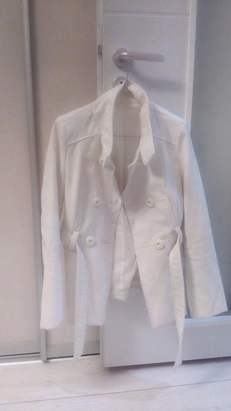 Biely kabátik, 38