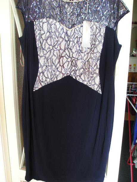 pouzdrové  šaty, 52