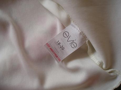 Šaty na ramínka, 50