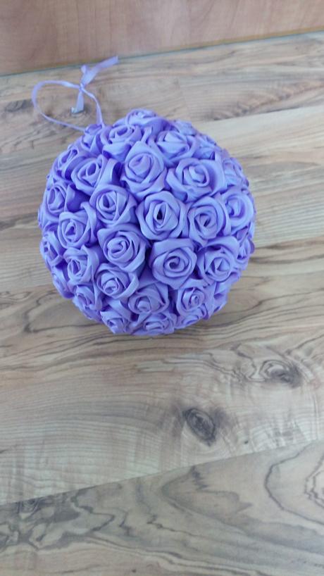 Koule z růží,