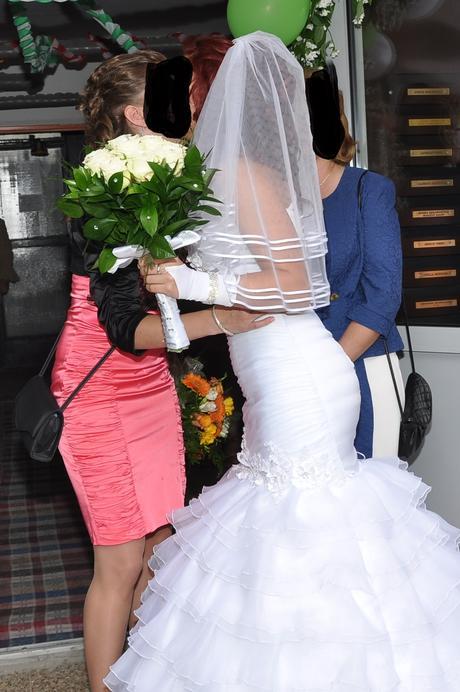 Biele svadobné šaty, 37