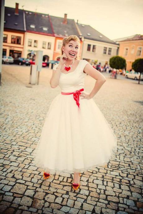 e06a00ae4b0 Svatební šaty 50.léta