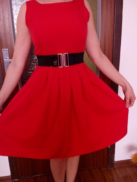 červene šatky, M