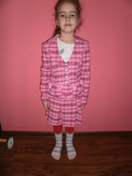 dievčenský kostým, 128