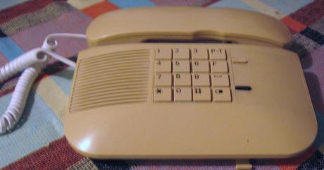 Starý telefon,