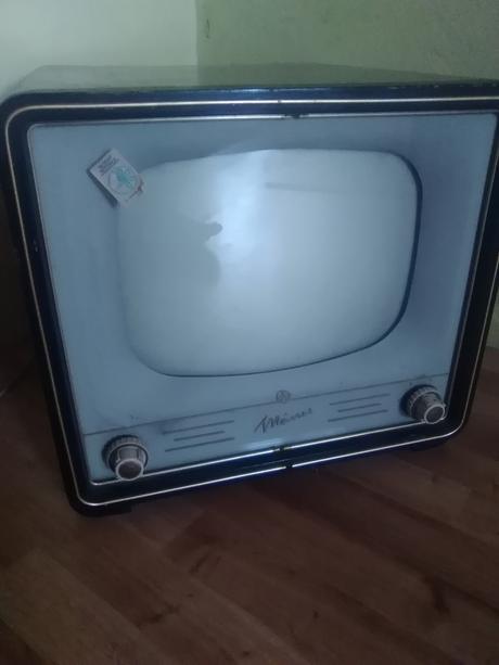 starozitni televizor,