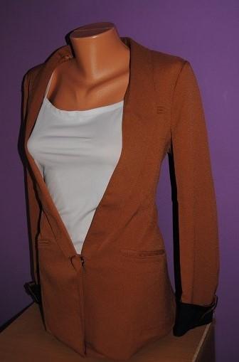 Hnědooranžové sako s tmavomodrýma rukávama vel.42, 42