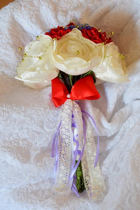 Nepoužitá svadobná kytica + pierka,