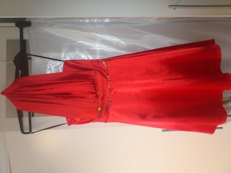 Červené šaty, 34