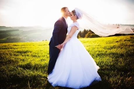 Snehobiele svadobné šaty, 42