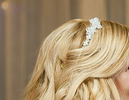 Biela perličková tiarka pre nevestu,