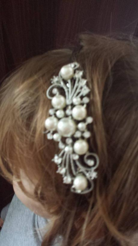 Ozdobna tiara s perlickami,