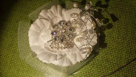 Svadobny kvet do vlasov biela,