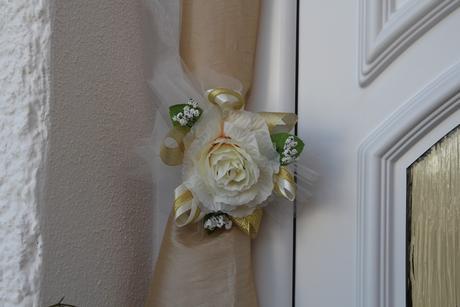 Ozdoba bielo - zlatá na dvere,