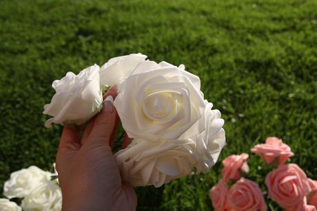 Umelé penové  kvety - ruže biele a ružové kalitné ,