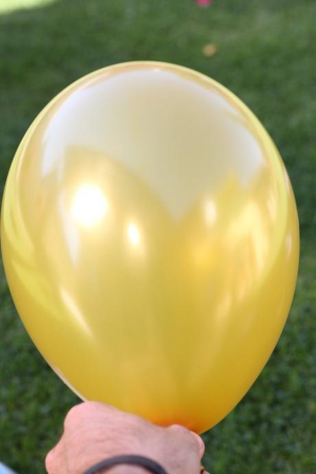 Zlaté balóny 70 kusov a 30 bielých ,