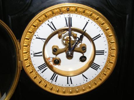 mramorove hodiny ,