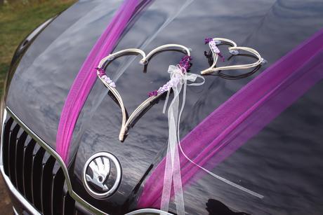 Dekorace na auto srdce z ratanu fialová,