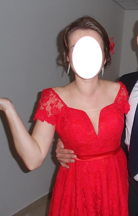Červené šaty z čipky, 38