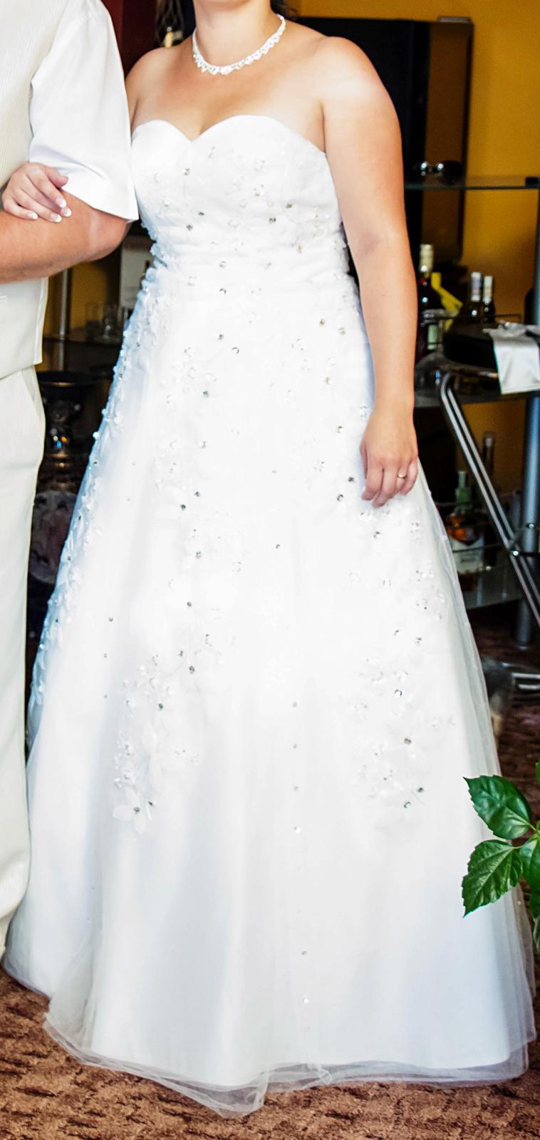 c33b7a84239f Svatební šaty vel. 36 40