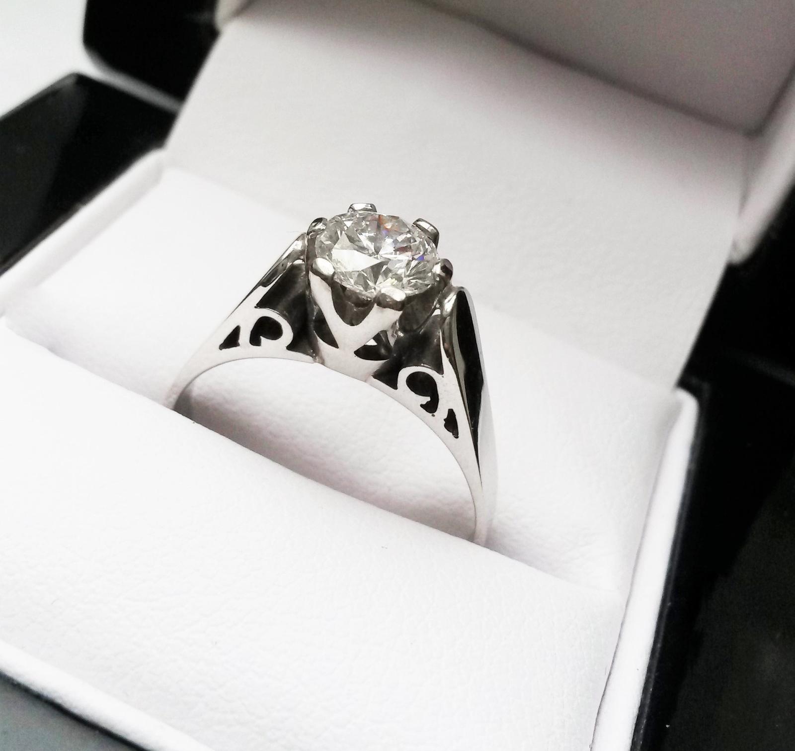 Luxusni Zasnubni Prsten S Briliantem 150 000 Kc Svatebni Shopy