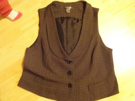 Vestička a trištvrťové nohavice, 46
