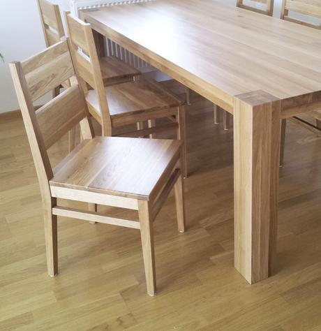 Masívny dubový jedálenský stôl,