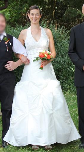 Svatební šaty s vlečkou, 40