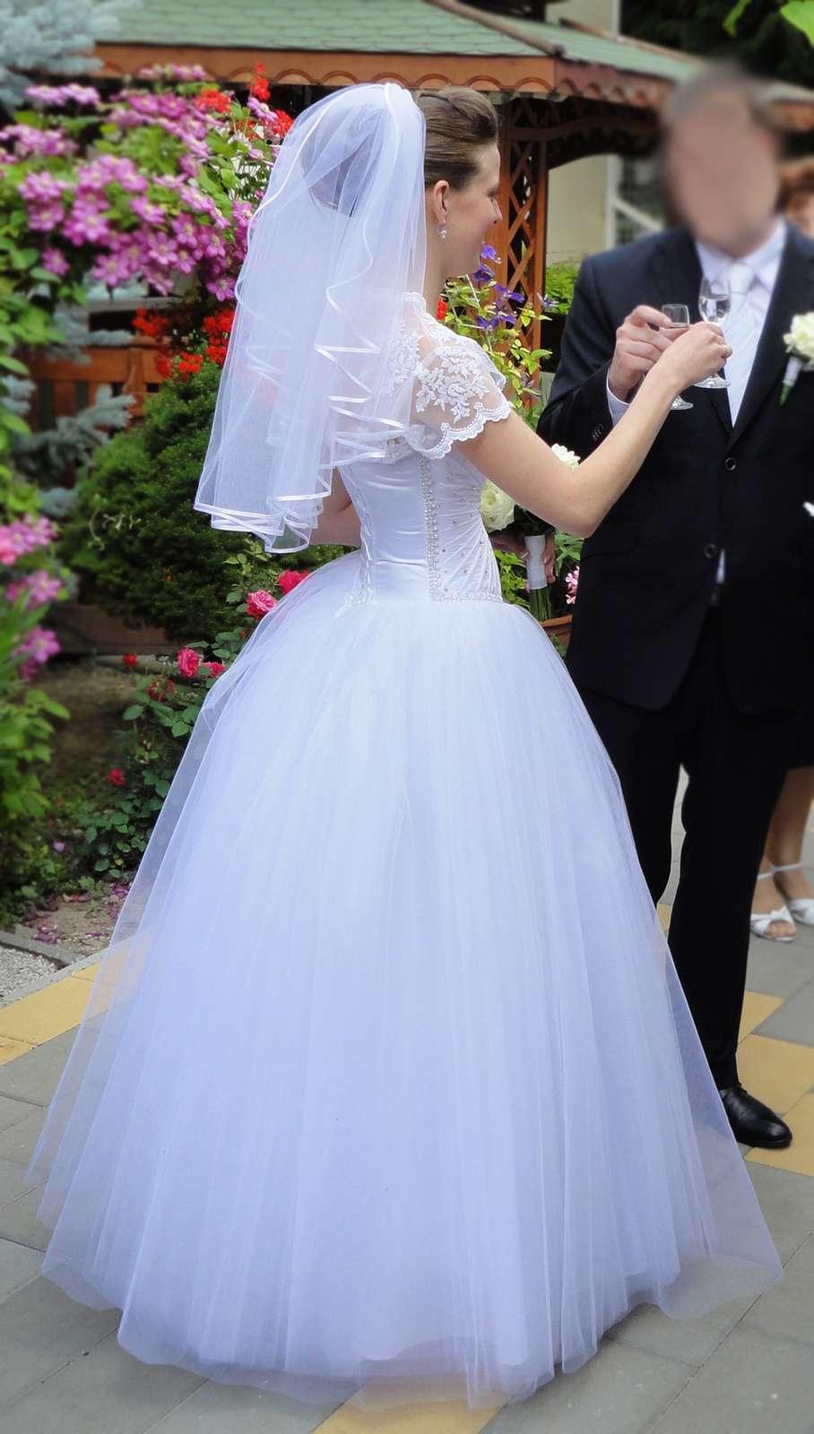 Tylové svadobné šaty s kamienkami 001402904db