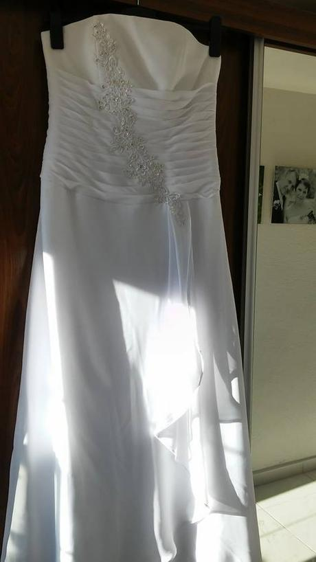 Lehoučké svatební šaty 38/40, 39