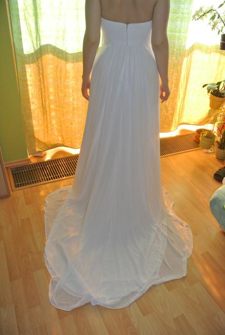 Svatební šaty s úžasnou vlečkou, 38