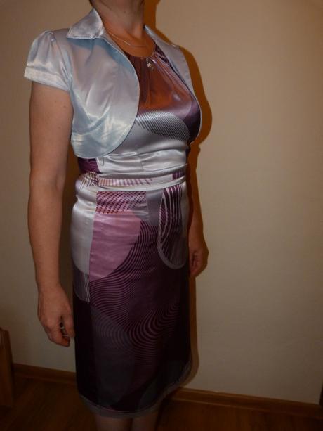 Krátke fialové šaty + sivé bolerko, 40