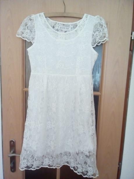 Popůlnoční bílé šaty s krajkou, 38