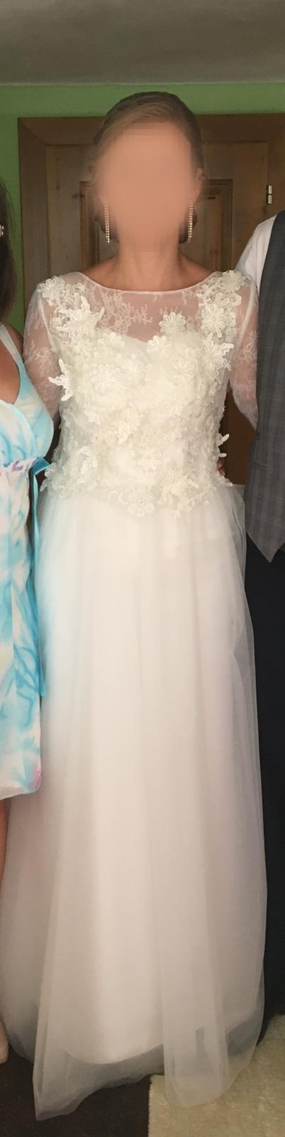 Svadobné šaty s rovnou sukňou, 38