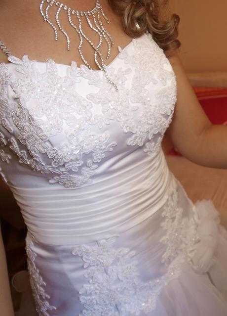 Nádherné volánikové snehovobiele svadobné šaty, 38