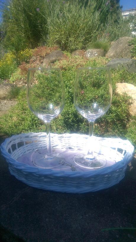 Dvě přípitkové skleničky, cca 20 cm vysoké,