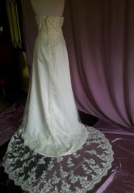 Ivory svatební šaty s krajkovou vlečkou, 42