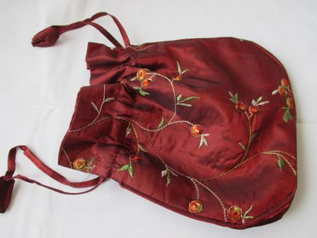 Pompadůrka, červená kabelka,
