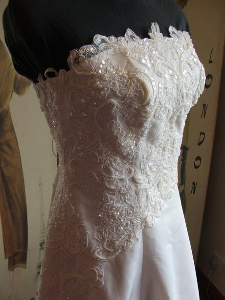 Svatební šaty Ivory s krajkou, 38