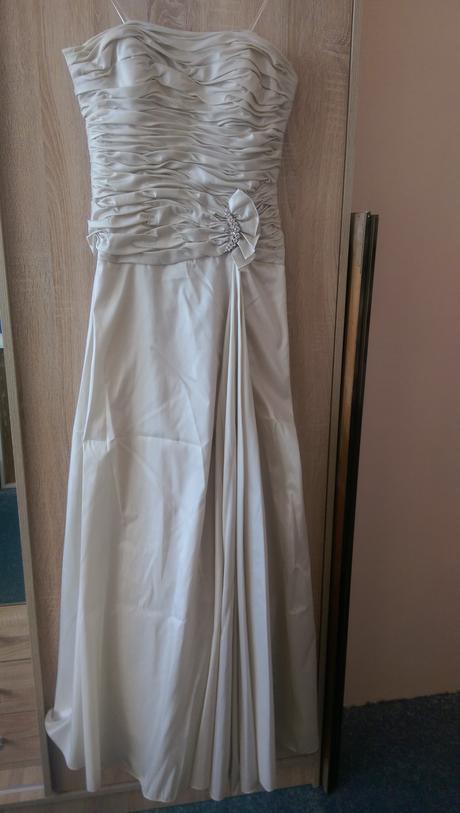 Svatební, společenské nebo popůlnoční šaty, 40
