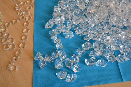 Kamínky, krystalky, diamanty - cca 230 ks+pás,