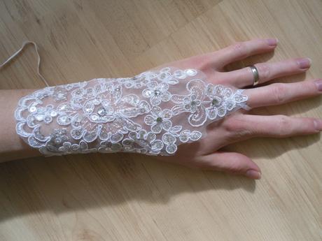 Krajkové svatební rukavičky.,